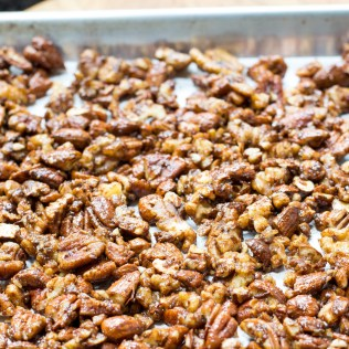 Vegan Flax Candied Nuts – Deliciously addictive candied nuts. Gluten free and dairy free with no refined sugar. Eat them alone as a healthy snack, sprinkle some on salads or mixed them into yogurt. They make a great holiday or hostess gift too. | QueenofMyKitchen.com