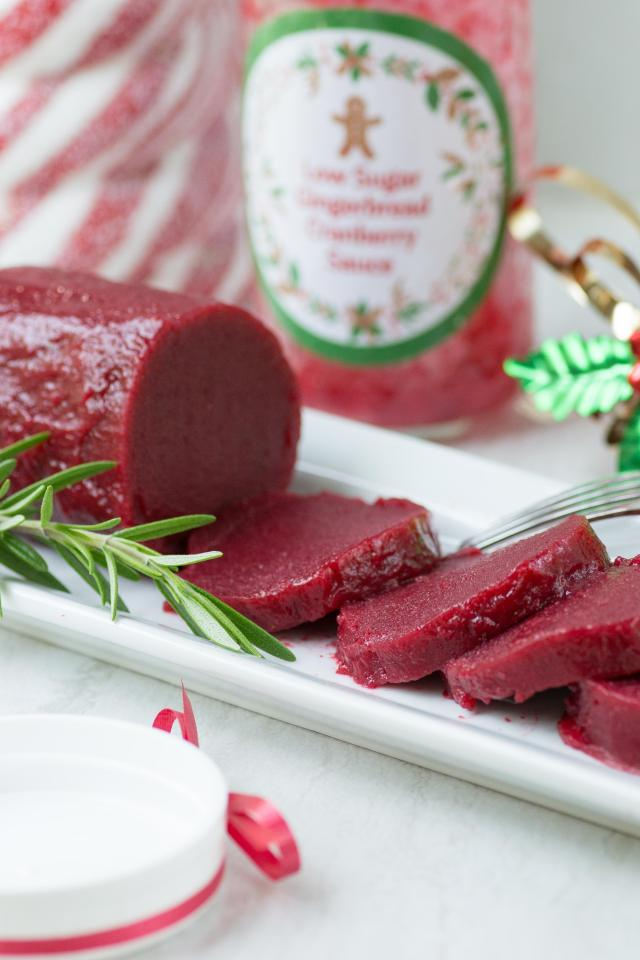 Low Sugar Gingerbread Cranberry Sauce (with printable labels) – A healthier cranberry sauce for the holidays with classic gingerbread taste. Great with turkey but can also be used as a dessert sauce or appetizer ingredient. Makes a great homemade holiday gift. #AD | QueenofMyKitchen.com
