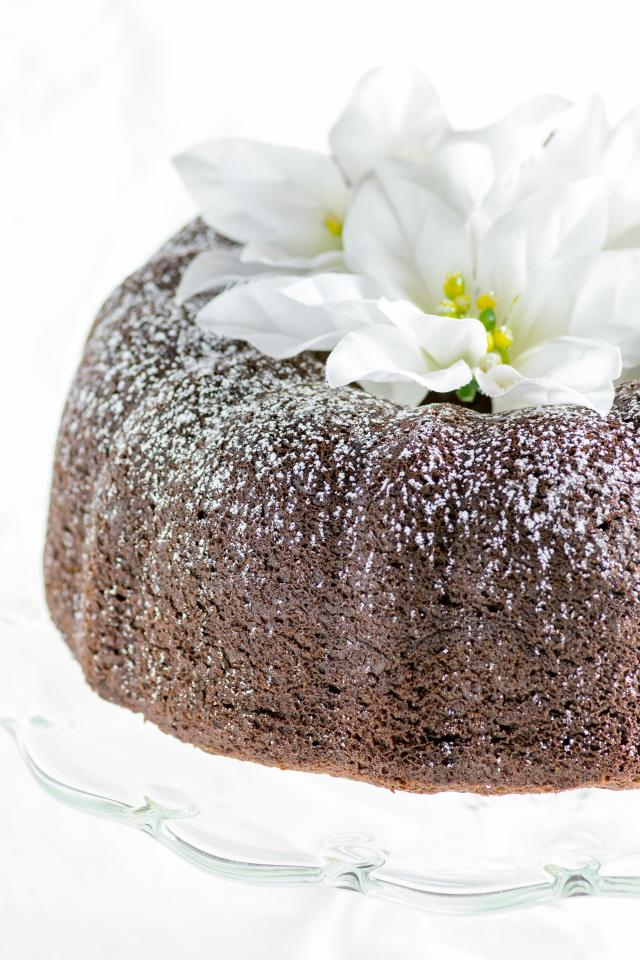 Gluten-Free Gingerbread Bundt Cake –Taste the essence of gingerbread in this incredibly moist Bundt cake. Made with healthy avocado oil, this super easy recipe produces a fantastic winter dessert! | QueenofMyKitchen.com #cake #bundtcake #bundtcakerecipes #glutenfreedesserts #glutenfreebaking #seasonalfood #glutenfreerecipe #gingerbread #gingerbreadcake #recipeforcakes