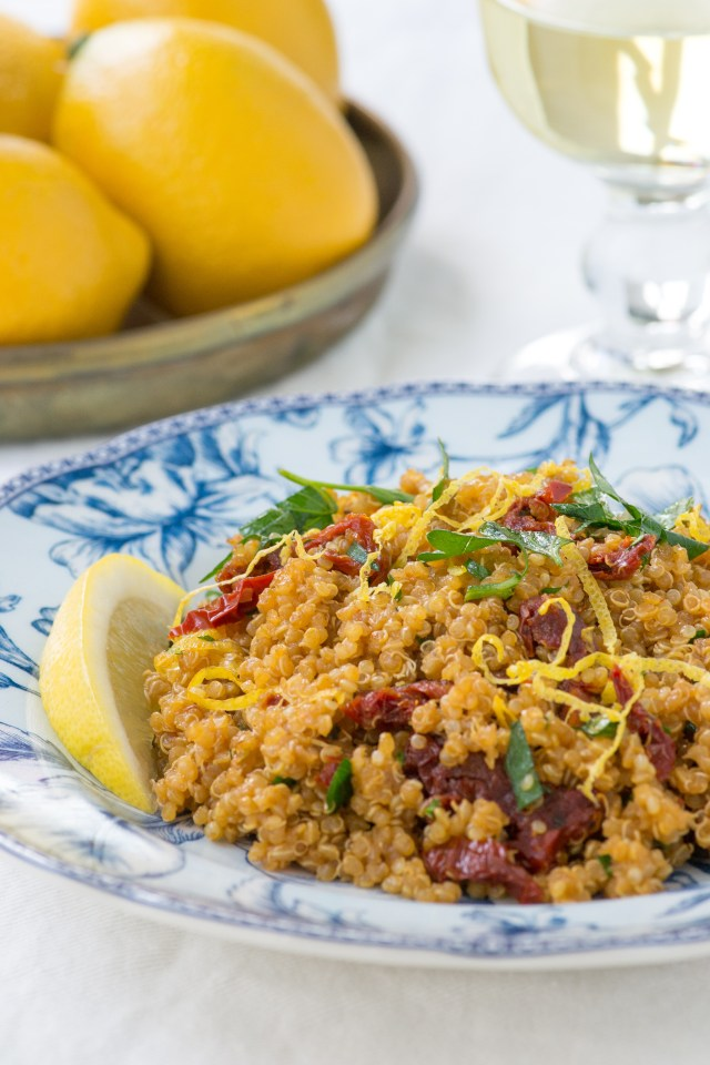 Lemony Quinoa with Sun-Dried Tomatoes – Bright, delicious flavor in one of the easiest, most delicious sides dishes you'll ever make! Requires only a handful of ingredients. Gluten-free, vegan, dairy-free. | QueenofMyKitchen.com | #quinoa #glutenfree #glutenfreerecipes