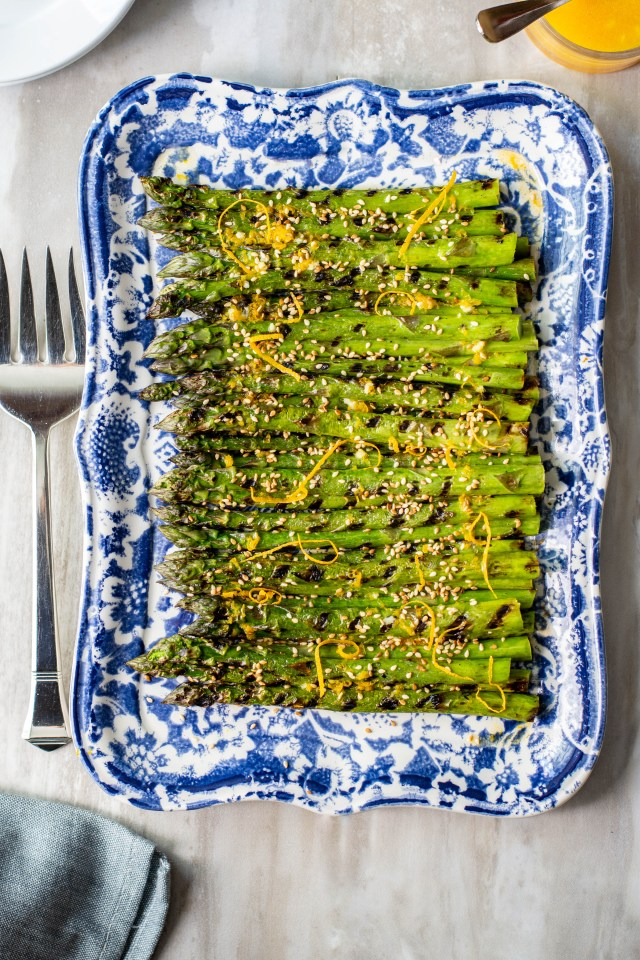 Orange Sesame Grilled Asparagus - Grilled asparagus gets a boost of flavor with a delicious sesame citrus dressing. Can be served hot or cold. The perfect side dish for spring! | QueenofMyKitchen.com | #asparagus #grilledasparagus #vegetables #veggies #sides #springveggies