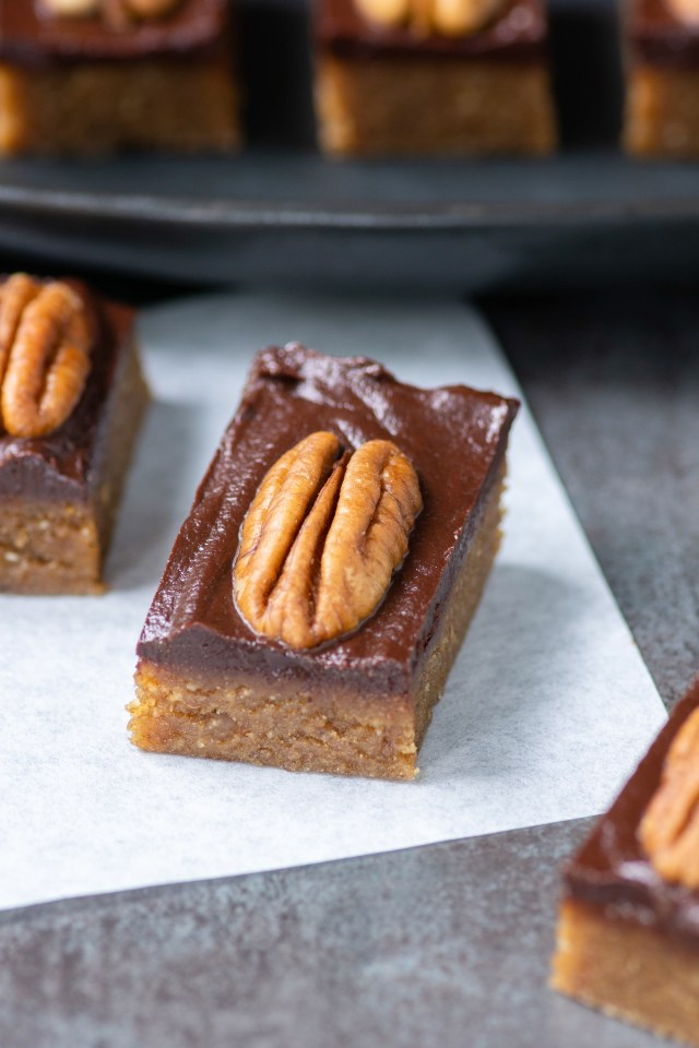Vegan Chocolate Turtle Bites - A healthy remake of classic chocolate pecan turtle candies. Vegan, gluten-free, dairy-free, and refined sugar-free. These little bites and sweet, chewy, chocolately, and utterly delicious! | QueenofMyKitchen.com | #chocolatepecanturtle #chocolatepecanturtles #candy #healthycandy #vegan #glutenfree #dairyfreechocolate #norefinedsugar