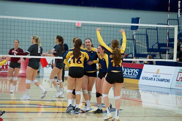 Gaels stun No. 6 Marauders in women's volleyball   Queen's ...