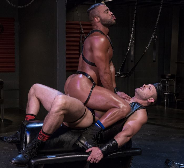 micah-brandt-gay-porn-austin-wolf-muscle-hunk-leather-feitsh