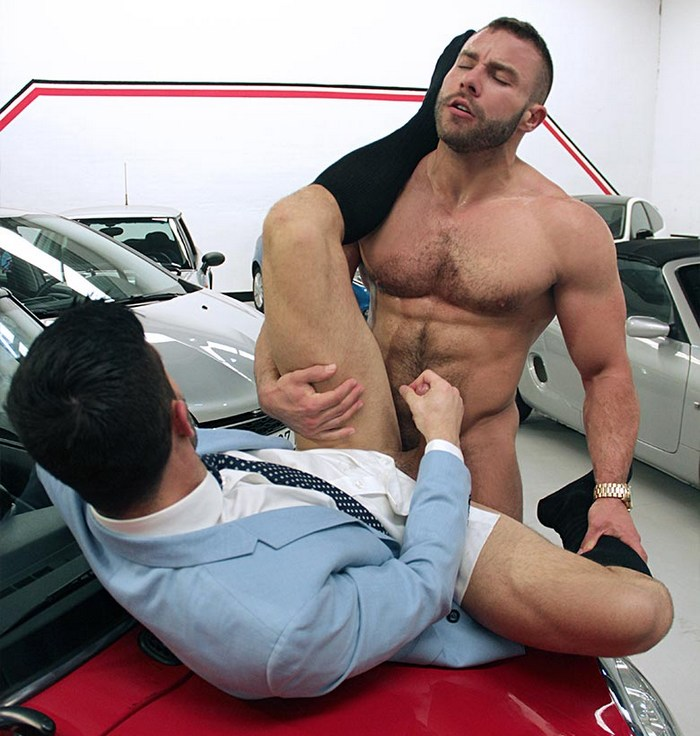 Muscle Hunk Diego Reyes Fucks Andy Star
