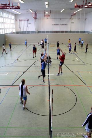 So sieht unser Volleyballspiel aus . Bild vom Rabenberg 2011. Donnerstags toben wir uns in Chemnitz auf einem Feld aus.