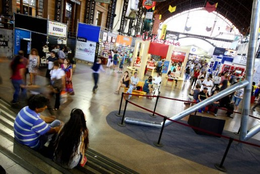 Gran convocatoria tuvo Feria del Libro de Santiago