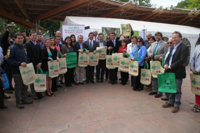 Comunas de la Región de Los Ríos firman acuerdo para reducir uso de bolsas plásticas