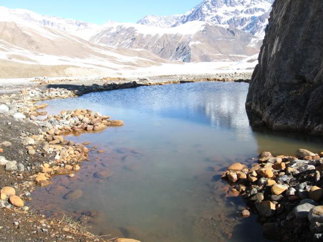 Termas del plomo: rústicas pozas naturales en el Cajón del Maipo