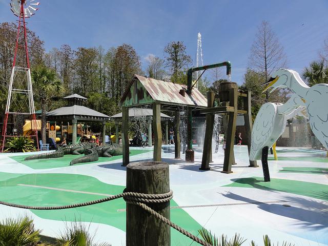 este verano refrscate en uno de los parques con juegos de gua para nios