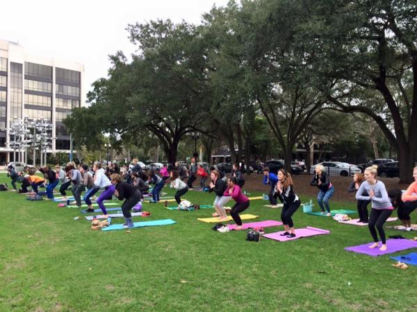 Yoga al Aire Libre en el Parque