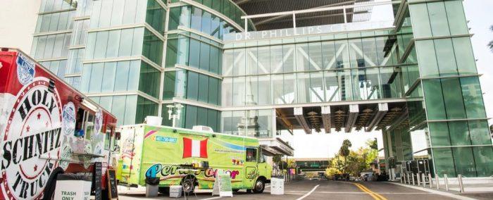 Camiones de comida en downtown Orlando, afueras del Centro de Doctor Phillips