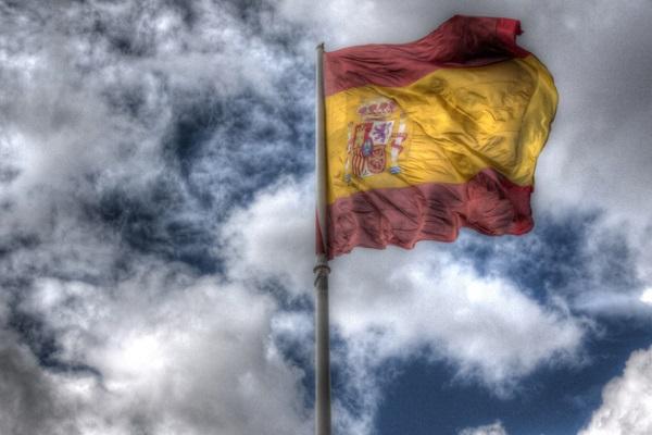 El sueño español: casas caras, poco trabajo y másteres de mentira – Economía Directa 18-4-2018