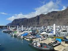 Vue sur les falaises des Géants depuis le port de Los Gigantes