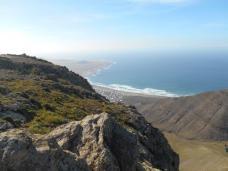 Vue sur la plage de Famara depuis l'ermita de San Rafael
