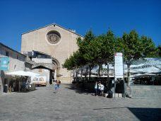Eglise Mare de Dei dels Angels sur la place Major (Pollença)
