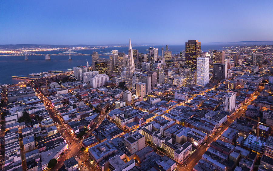 Above San Francisco: 3 fotógrafos la sobrevuelan en helicoptero