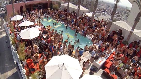 Fiesta en terraza de Hollywood