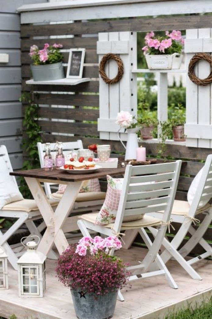 L 39 arte del riciclo arredare un giardino in stile shabby for Giardini da arredare