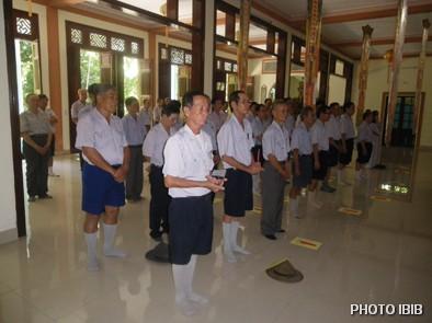 Các Huynh trưởng làm Lễ Truyền Đăng và Phát nguyện Lên Đường