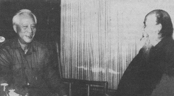 Bộ trưởng Mai Chí Thọ và Đại lão Hòa thượng Thích Quảng Độ,   hình do Công an chụp tháng 3 năm 1990 tại Hà Nội.  Làm sao Nhóm Đặc công Phá hoại Cộng đồng Hải ngoại có ? Hỏi tức trả lời.