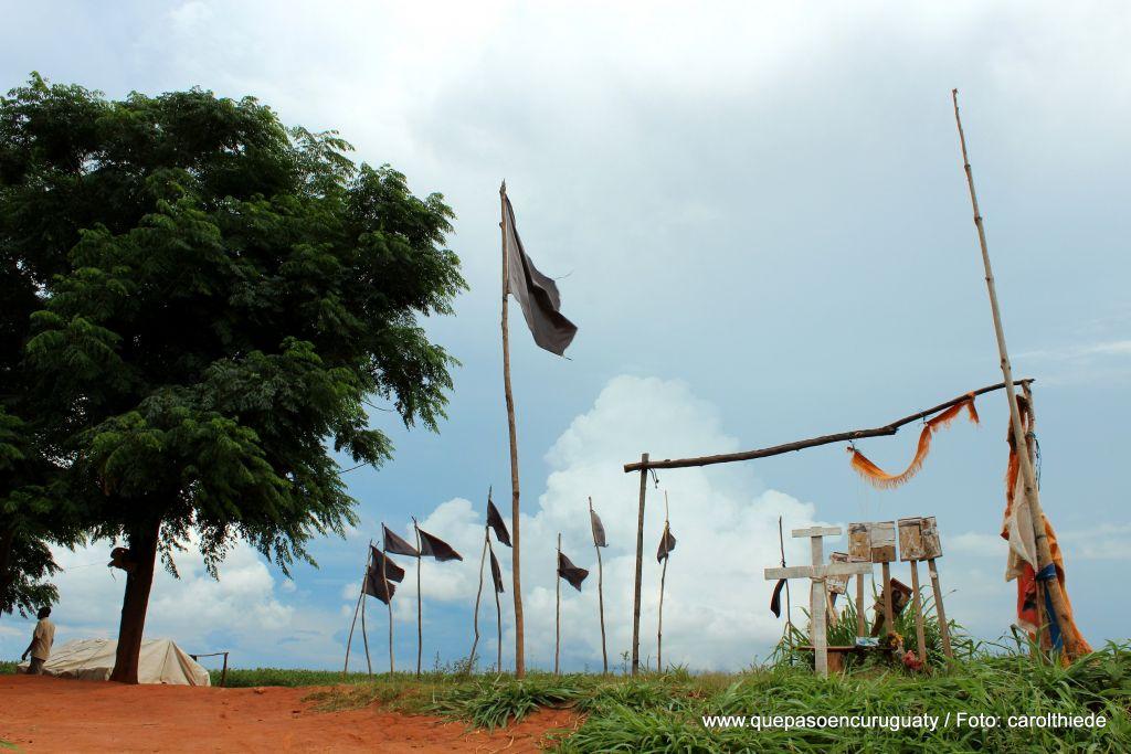 Campamento de campesinos sin tierra frente a las tierras de Marina kue. Diciembre de 2012, Curuguaty