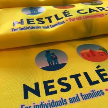 Close-up veiligheidshesjes Nestle Cares