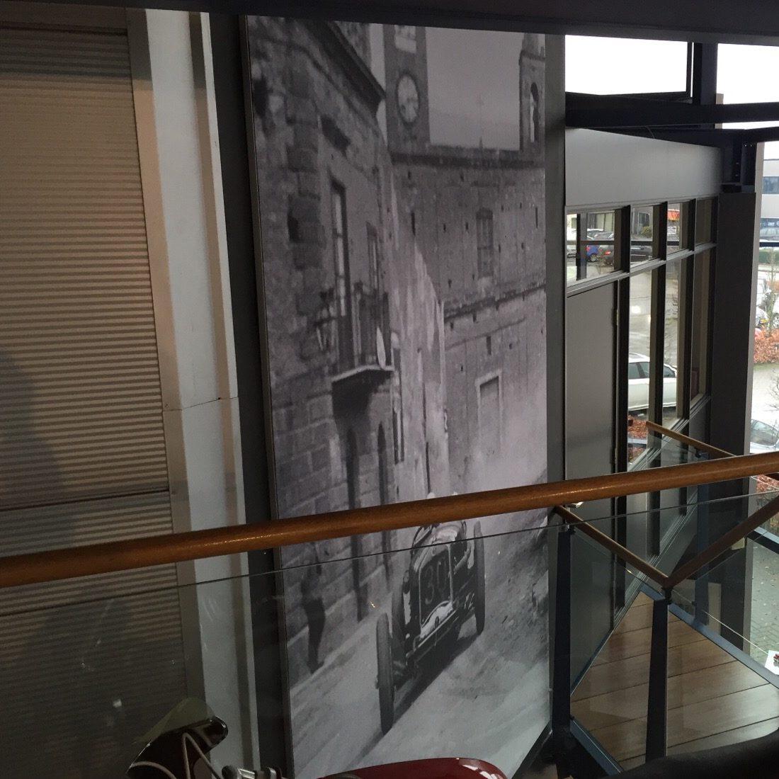 Airtex fotobehang in de showroom van Wim Prins auto's