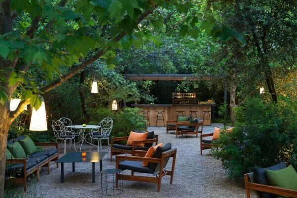 Restaurante en la terraza del hotel alma de barcelona for Restaurante jardin mallorca