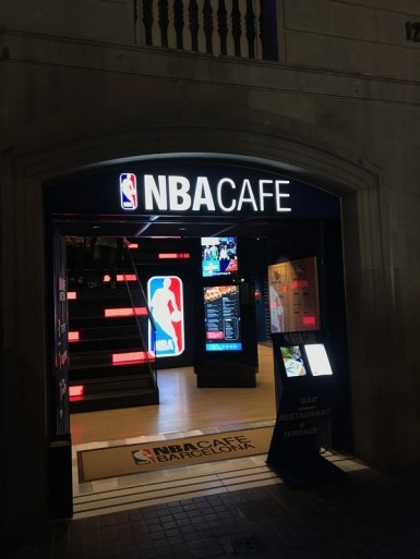 NBA Cafe restaurante que se cuece en bcn planes barcelona (39)