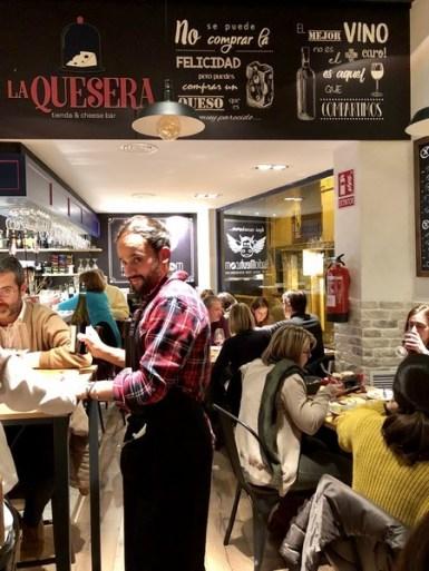 Restaurante La Quesera Barcelona fondues raclettes que se cuece en Bcn (8)