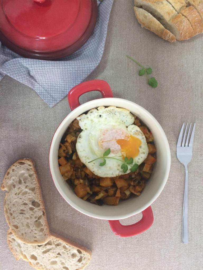pisto-de-verduras-con-huevo-a-la-plancha-00