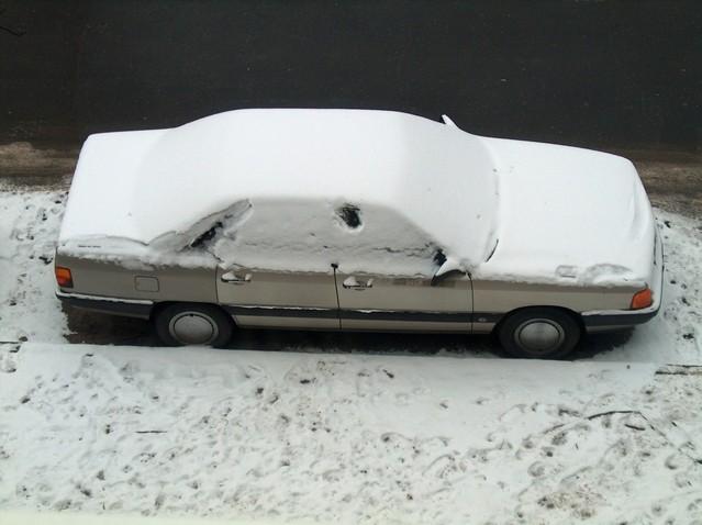 car-in-snow-1472508-639x478