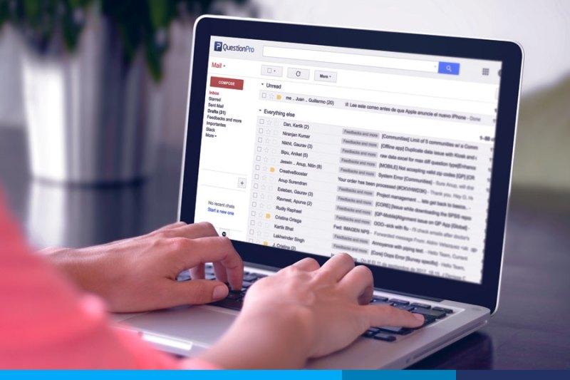 crear una lista de correos electrónicos