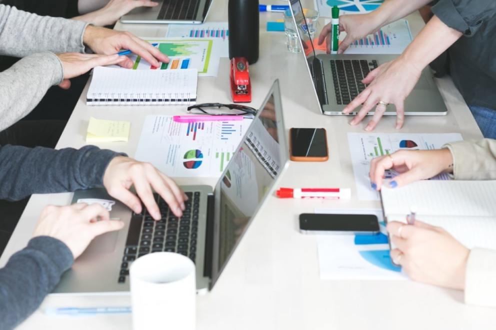 vantagens-pesquisa-online-sobre-pesquisa-em-papel