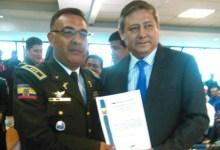 Alcalde recibio reconocimiento en Aniversario de Policia Nacional
