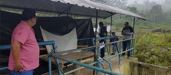 Obreros que están al cuidado de la planta de captación de agua permanecen en condiciones inadecuadas