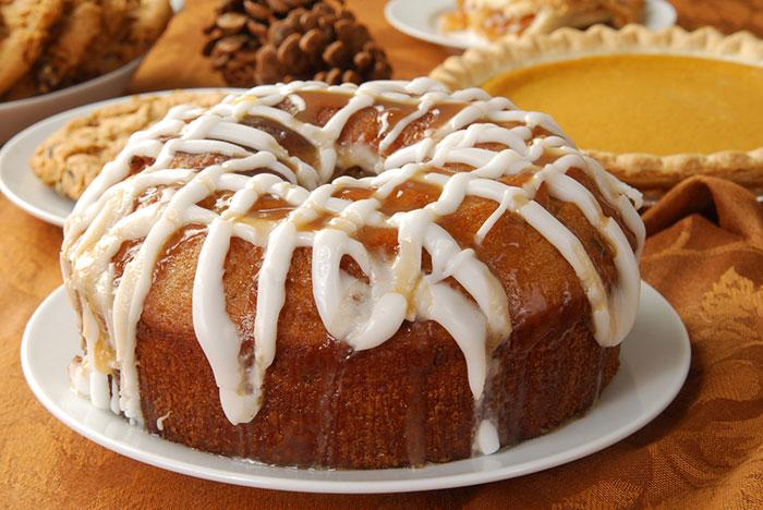 Gluten-Free Caramel Apple Cake / www.quichentell.com