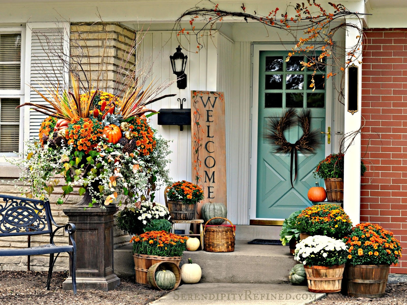 Fabulous Outdoor Decorating Tips and Ideas for Fall - ZING ... on Lawn Decorating Ideas id=80520