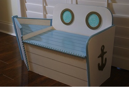 Boat-shaped chair