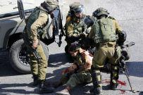 صور استشهاد فلسطيني بعد طعن اسرائلي في الخليل