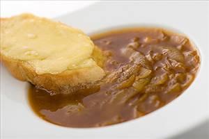 מרק בצל ב- 100 קלוריות למנה