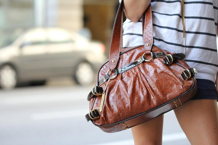 Hold-your-handbag-right-2