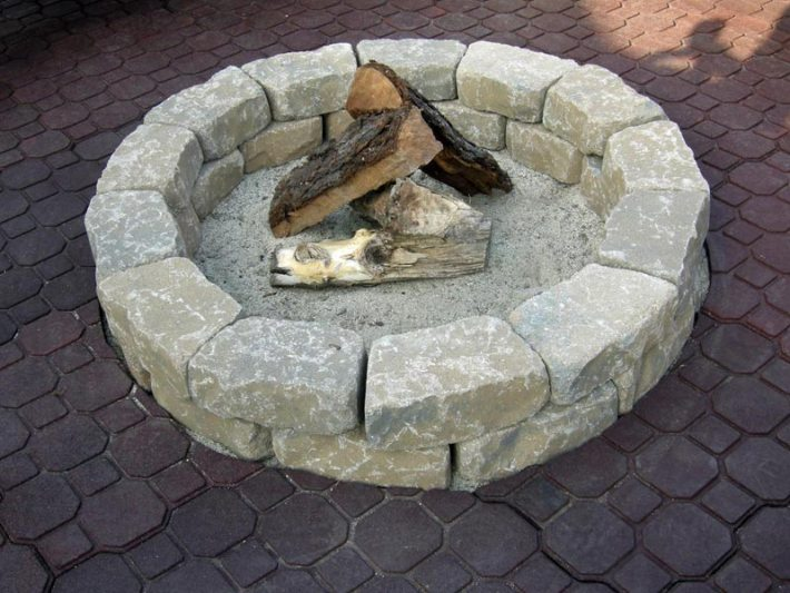 How to Make a Backyard Fire Pit (3)