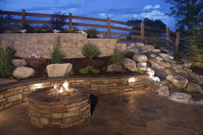 Outdoor Fire Pit Seating Ideas (12)