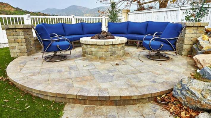 Outdoor Fire Pit Seating Ideas (3)