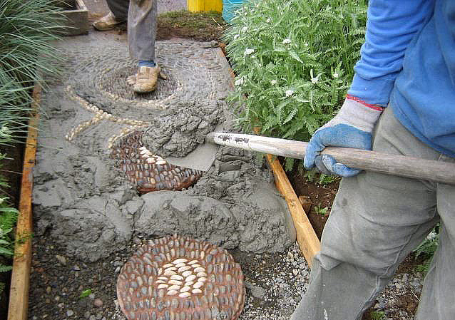 Mosaic Stone Cement : Quiet corner diy how to make a pebble mosaic pathway