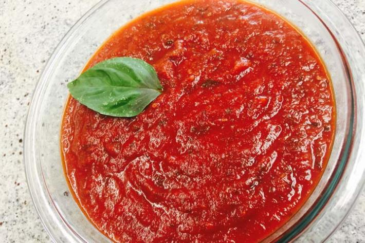 Homemade marinara sauce. So easy, delicious and customizable, you won't want to buy store brand ever again!