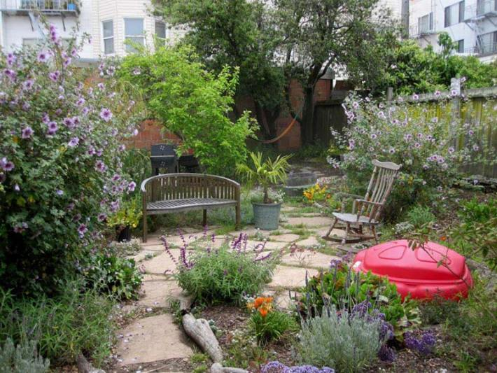 Quiet corner small backyard ideas enlarging your limited for Limited space gardening ideas