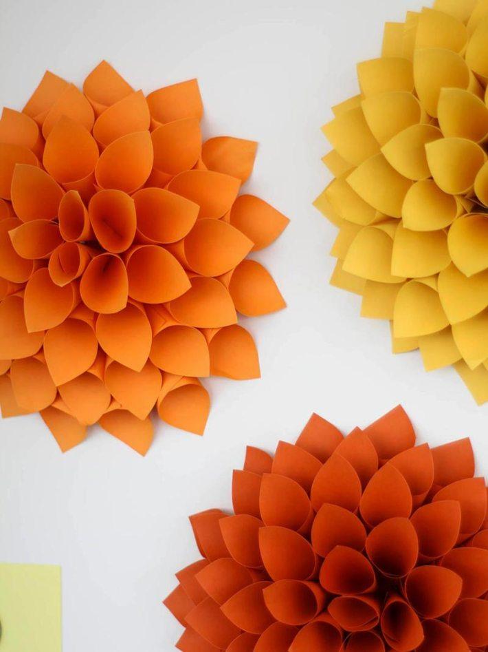 Pretty Paper Dahlia Wreath – DIY Wall Art